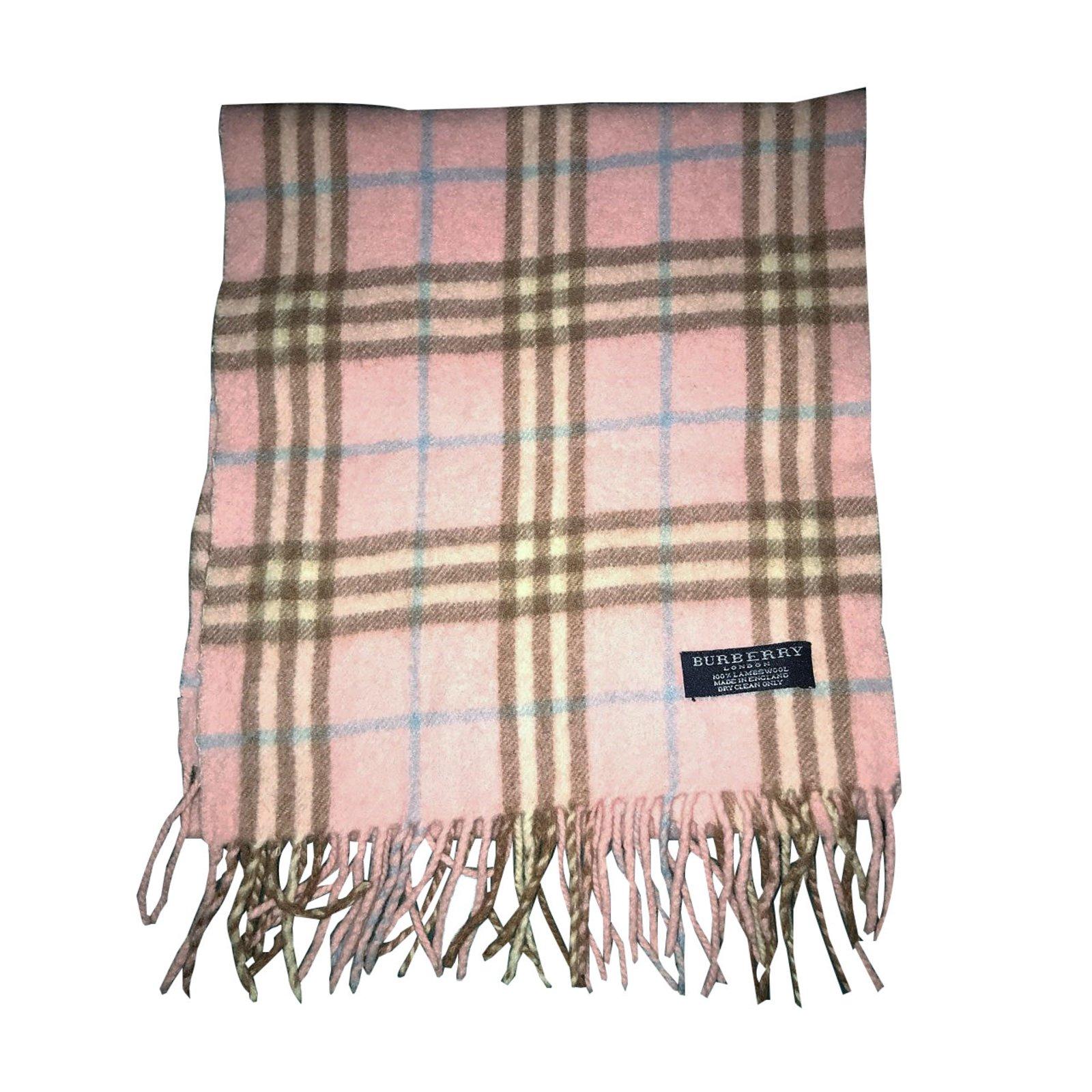 22ed031c3e2f Acheter burberry foulard original pas cher ici en ligne avec le prix le  plus bas possible. Remises spéciales sur les nouvelles offres 2018.